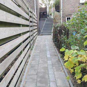 Bestrating en aanleg gang met trap