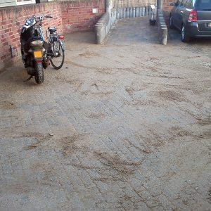 Bestrating van parkeerplaats met regenwaterafvoer
